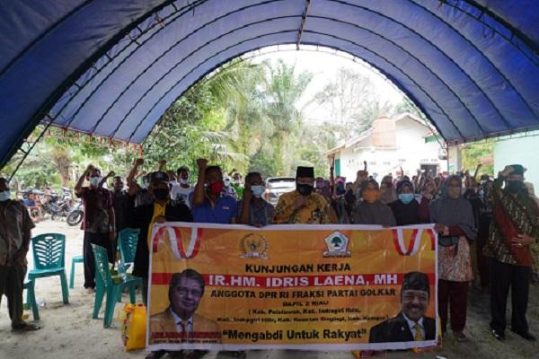 Gerakkan Roda Partai, Idris Laena Bagikan Sembako Untuk Kader Golkar Inhu Hingga Level Desa