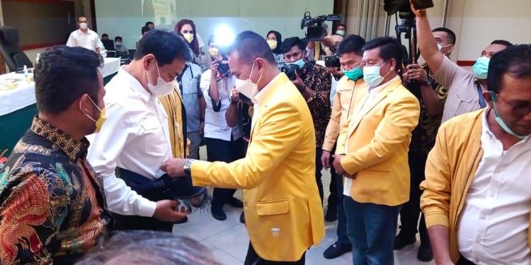 Didampingi Musa Rajekshah dan Timbul Jaya Sibarani, Azis Syamsuddin Sosialisasi UU Cipta Kerja di Danau Toba