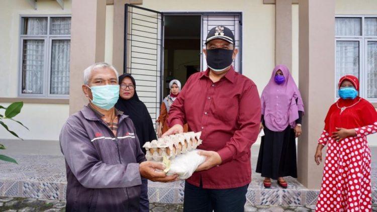 Mardison Mahyuddin Salurkan 300 Paket Sembako Untuk Masyarakat Kota Pariaman