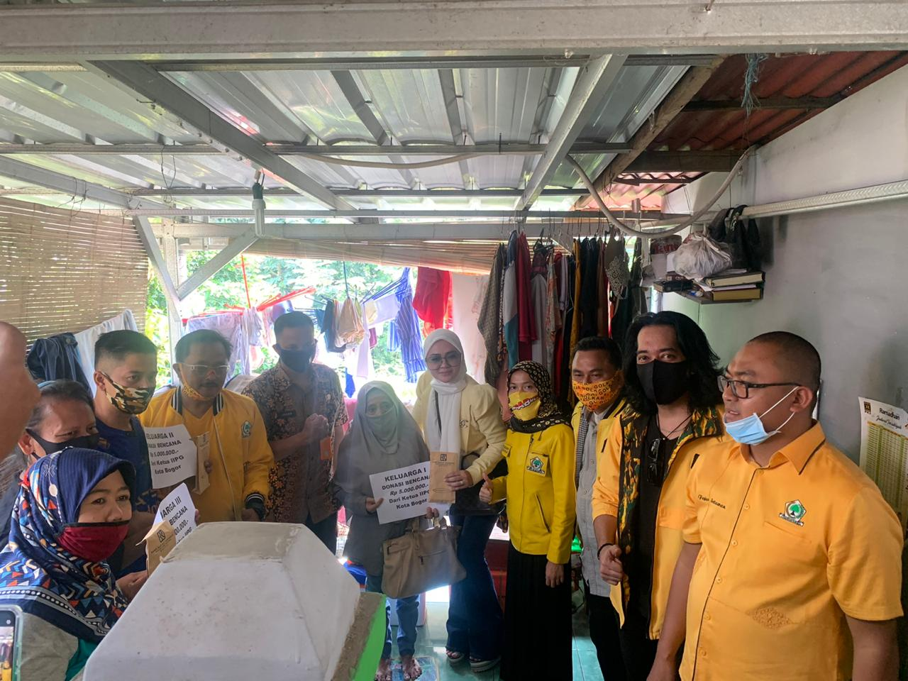 Peduli Sesama, Rusly Prihatevy Pimpin Golkar Kota Bogor Bantu Korban Longsor Paledang