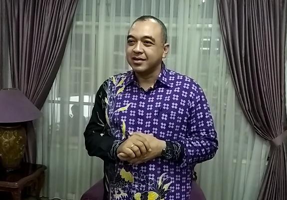 PPKM Level 4 Diperpanjang, Ahmed Zaki Iskandar Minta Kader Golkar Aktif Bagikan Bansos Ke Warga