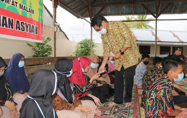 Didampingi Wakil Walikota Mardison Mahyuddin, John Kenedy Azis Santuni Yatim Piatu di 3 Panti Asuhan di Pariaman