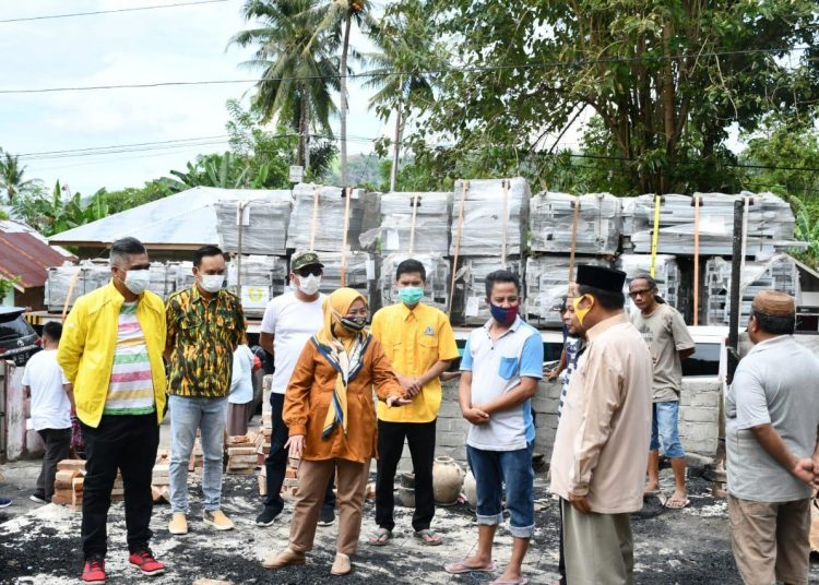 Idah Syahidah Berikan Sembako dan Perlengkapan Shalat Bagi Warga Korban Kebakaran Desa Bulalo