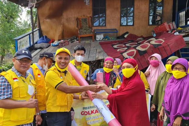 Golkar Sulsel Salurkan Bantuan Ke Korban Banjir di Jeneponto dan Korban Kebakaran di Bulukumba