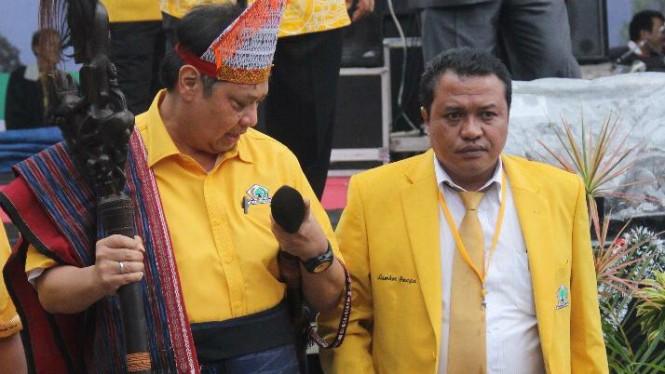 Lamhot Sinaga Salurkan Ribuan APD Untuk 5 RSUD dan 67 Puskesmas di Sumut