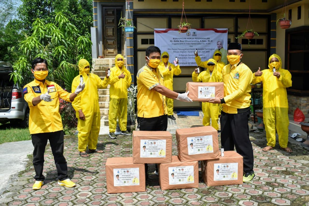 Adde Rosi Bagikan Ribuan Masker dan Hand Sanitizer Bagi Warga di 14 Kecamatan di Lebak-Pandeglang