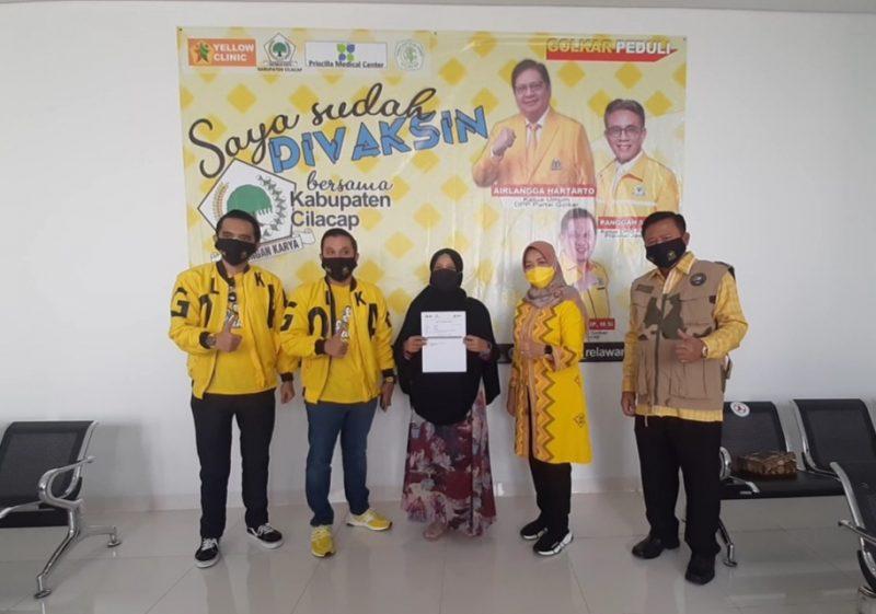 Ratusan Masyarakat Ikut Serbuan Vaksinasi COVID-19 Oleh Golkar Cilacap di RS PMC Sampang