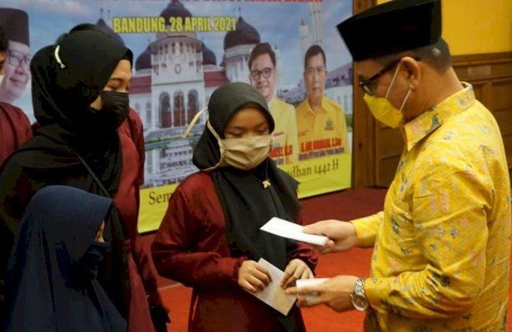 Golkar Jabar Gelar Buka Puasa Bersama, Ace Hasan Santuni 100 Yatim Panti Asuhan Muhammadiyah