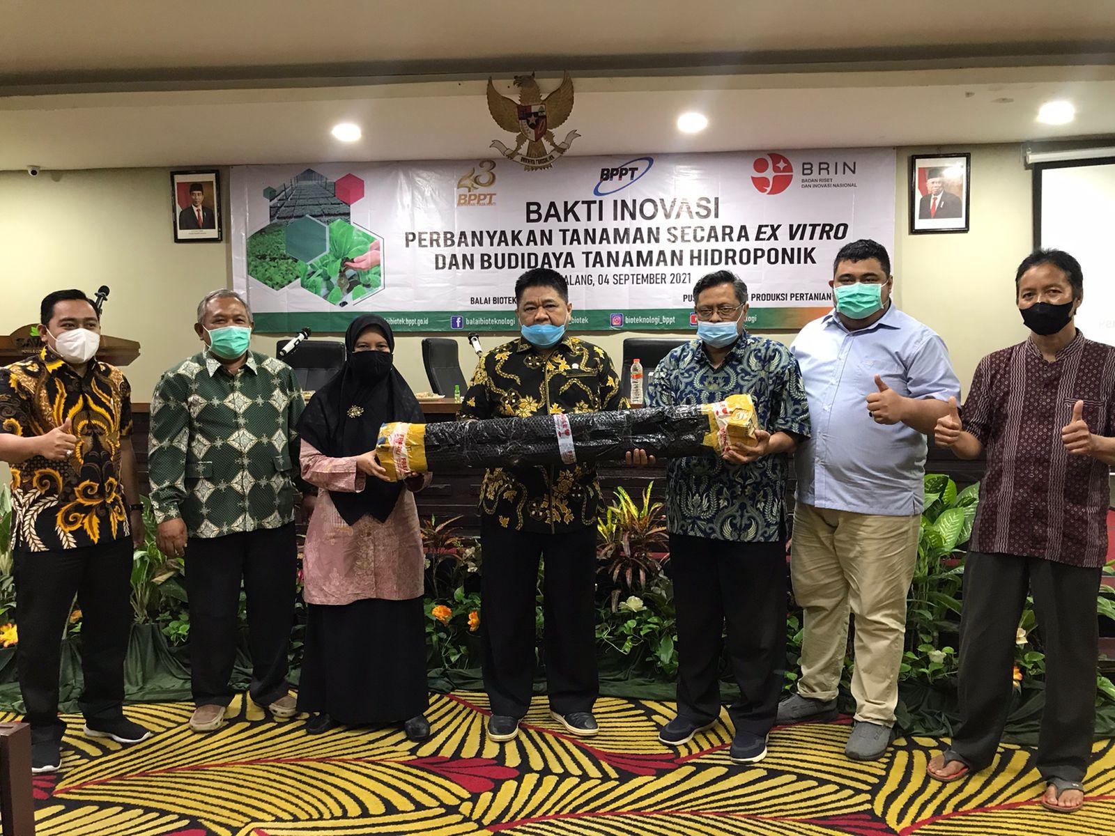 Gandeng BPPT, Ridwan Hisjam Serahkan 500 Bibit Lada dan 10 Alat Hidroponik Untuk Petani Kota Malang