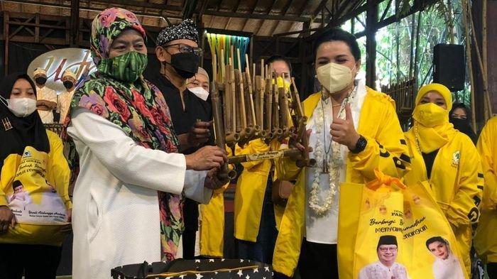 Dukung Pekerja Seni Saat Pandemi, IIPG Serahkan Ratusan Sembako Untuk Saung Angklung Udjo