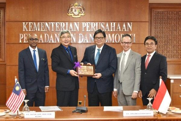 Airlangga Hartarto Pastikan Sinergi Dengan Malaysia Pasok CPO Untuk China