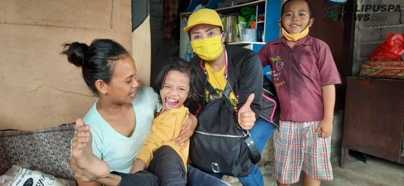 HUT KPPG Ke-18, Srikandi Golkar Tabanan Kunjungan Sosial ke Banjar Denbatas
