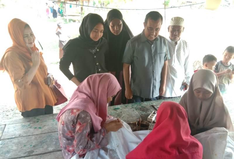 Yahya Zaini Senang Santri Pulau Bawean Tak Hanya Mengerti Ilmu Agama Tapi Pandai Membatik