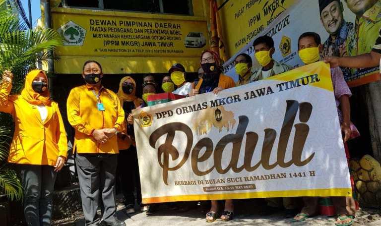 Kodrat Sunyoto Pimpin Ormas MKGR Serahkan Bantuan Untuk 3 Kelompok Masyarakat di Jawa Timur