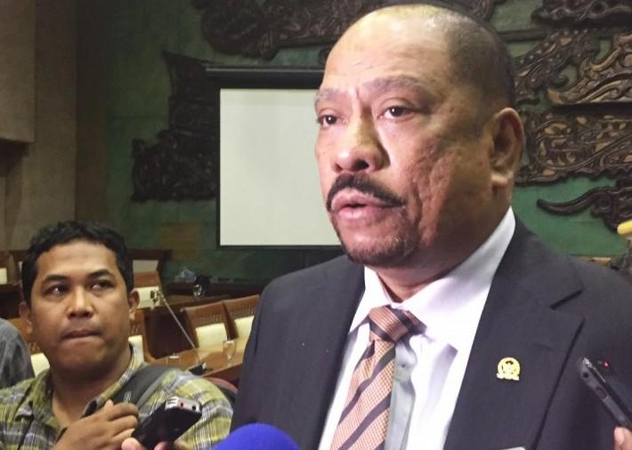 Agar Wewenangnya Tidak Dikembalikan ke BI, Melchias Mekeng Minta OJK Yakinkan Presiden