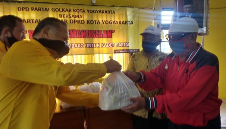 Fraksi Golkar DPRD Kota Yogyakarta Salurkan Paket Sembako Untuk Warga Gondokusuman
