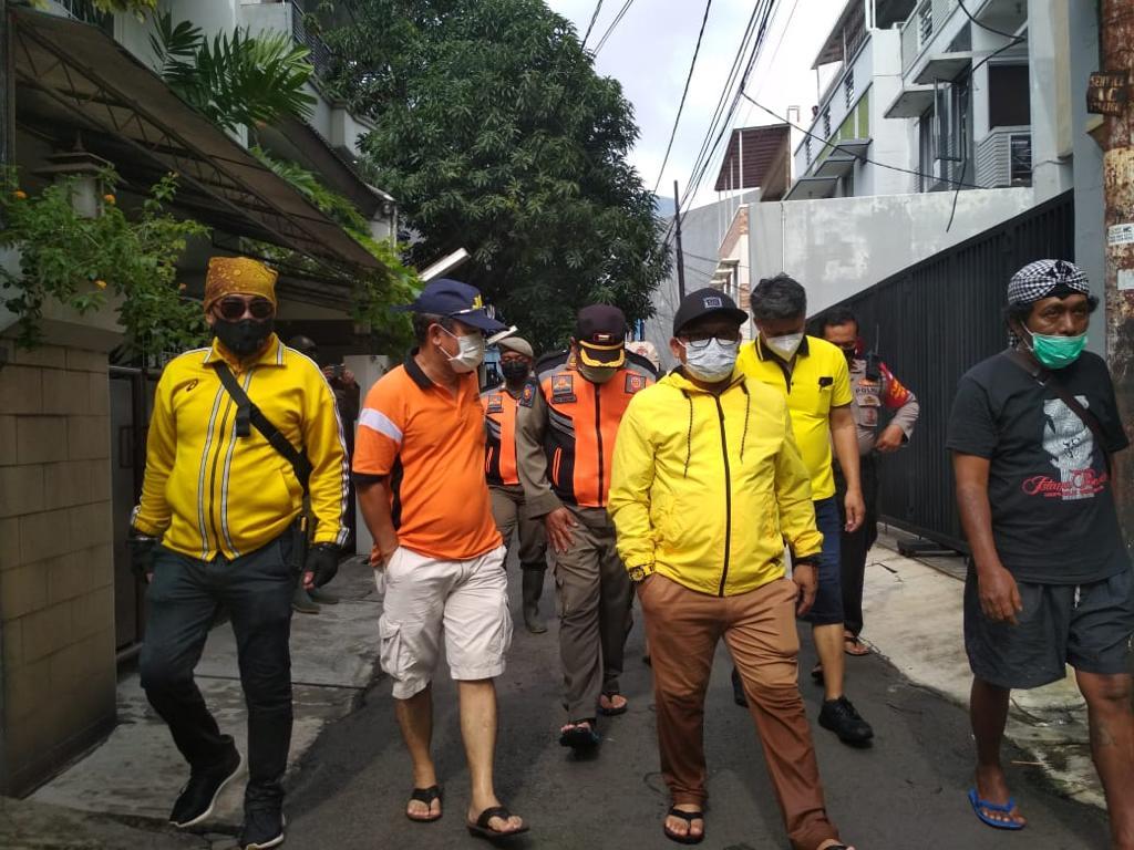 Golkar DKI Jakarta Serahkan Bantuan Untuk Dapur Umum Wilayah Terdampak Banjir di Benhil