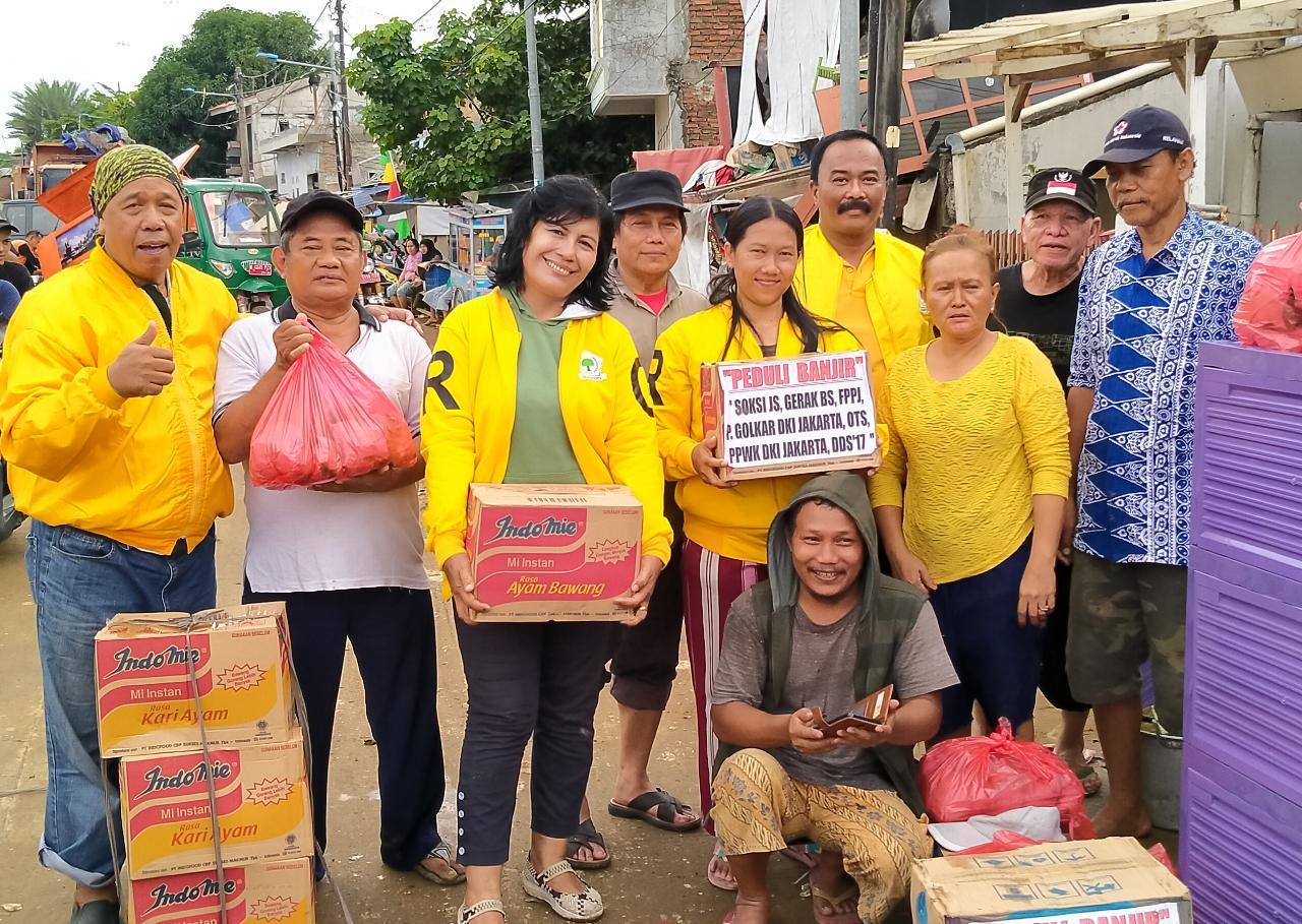 SOKSI Jakarta Selatan Bantu Korban Banjir di Bantaran Kali Ciliwung