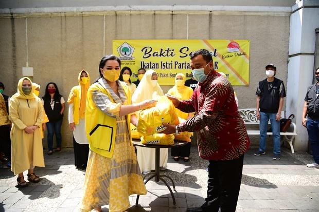 Aksi Yanti Airlangga Pimpin IIPG Beri Bantuan Untuk Korban Banjir Rangkasbitung, Banten