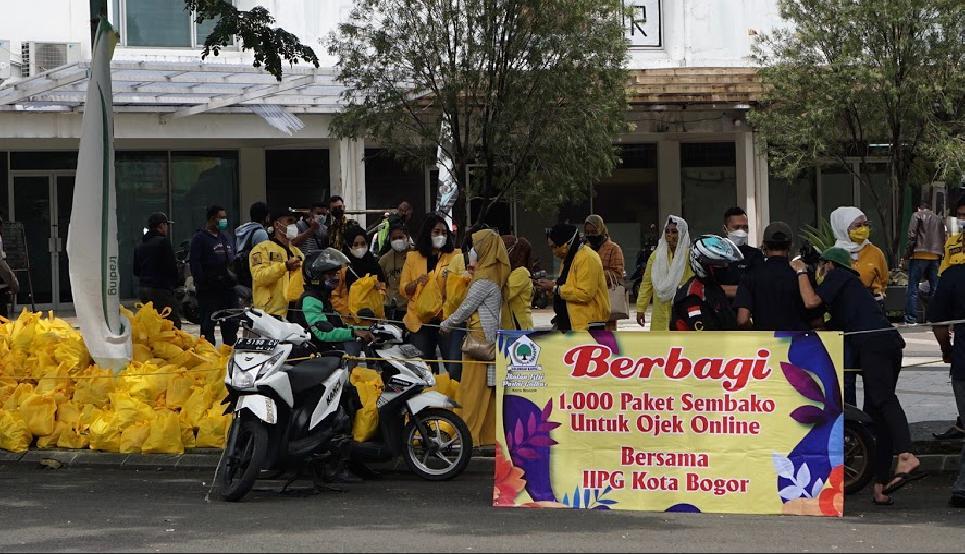 IIPG Kota Bogor Bagikan Seribu Paket Sembako Untuk Ojek Online di Mulyaharja