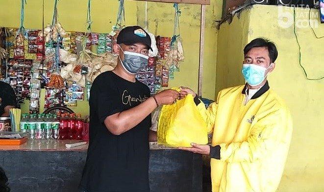 Golkar Kota Surabaya Berikan Ribuan Masker dan Paket Sembako Untuk Warga Terdampak PPKM Darurat