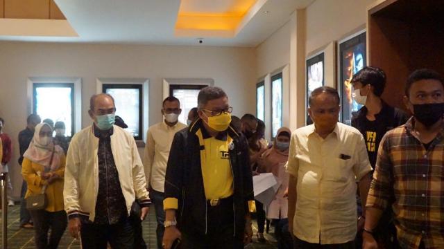 Nobar Film Habibie Ainun 3 Di Bioskop Dengan Prokes, Kader Golkar Sulsel Terharu dan Terinspirasi