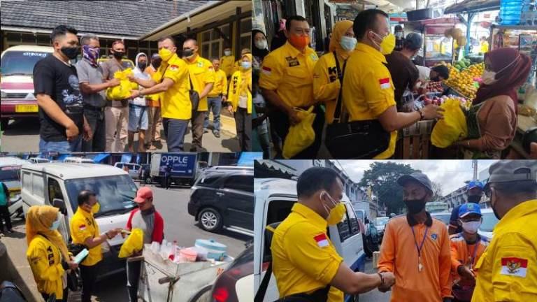 Naik Angkot, Asep Setia Mulyana dan Kader Golkar Kuningan Bagikan Sembako Untuk PKL dan Tukang Parkir
