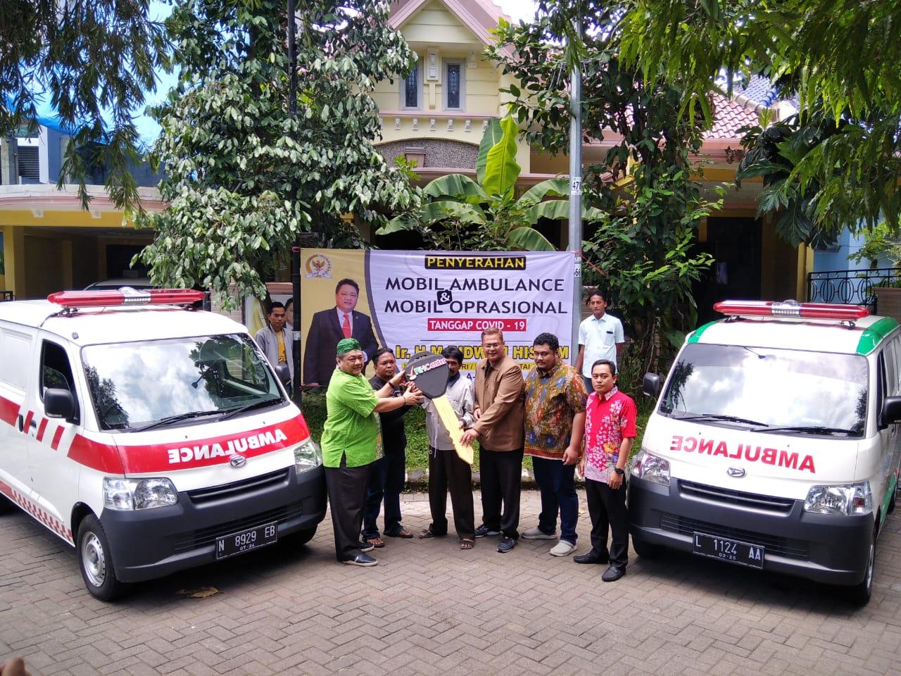 Lawan Corona di Malang Raya, Ridwan Hisjam Hibahkan Ambulance Untuk Relawan Kesehatan