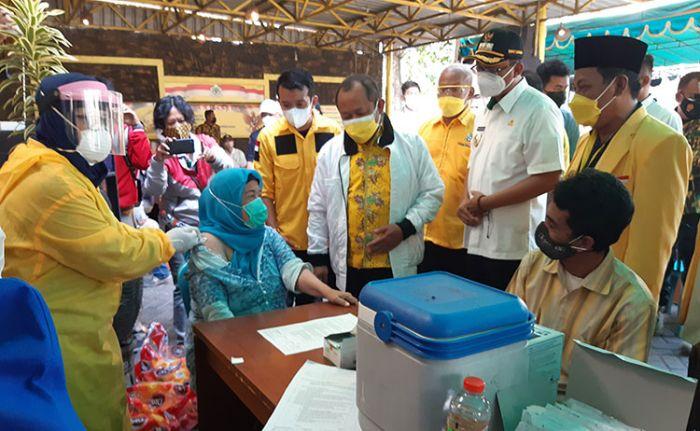 Bentuk Herd Immunity, Golkar Sidoarjo Gelar Vaksinasi Untuk 500 Kader