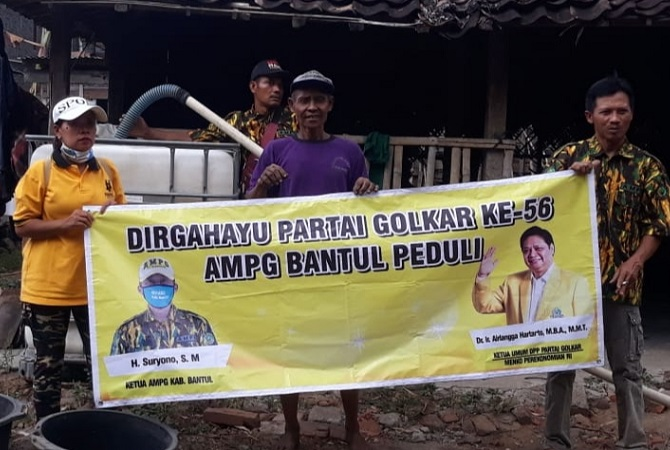 HUT Ke-56 Golkar, AMPG Bantul Droping Air Bersih Di Pleret, Dlingo Dan Imogiri