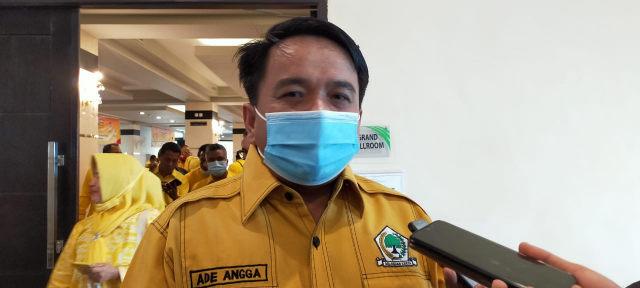 Mundur Dari DPRD Kota Tanjungpinang, Ade Angga Kembalikan Mobil Dinas
