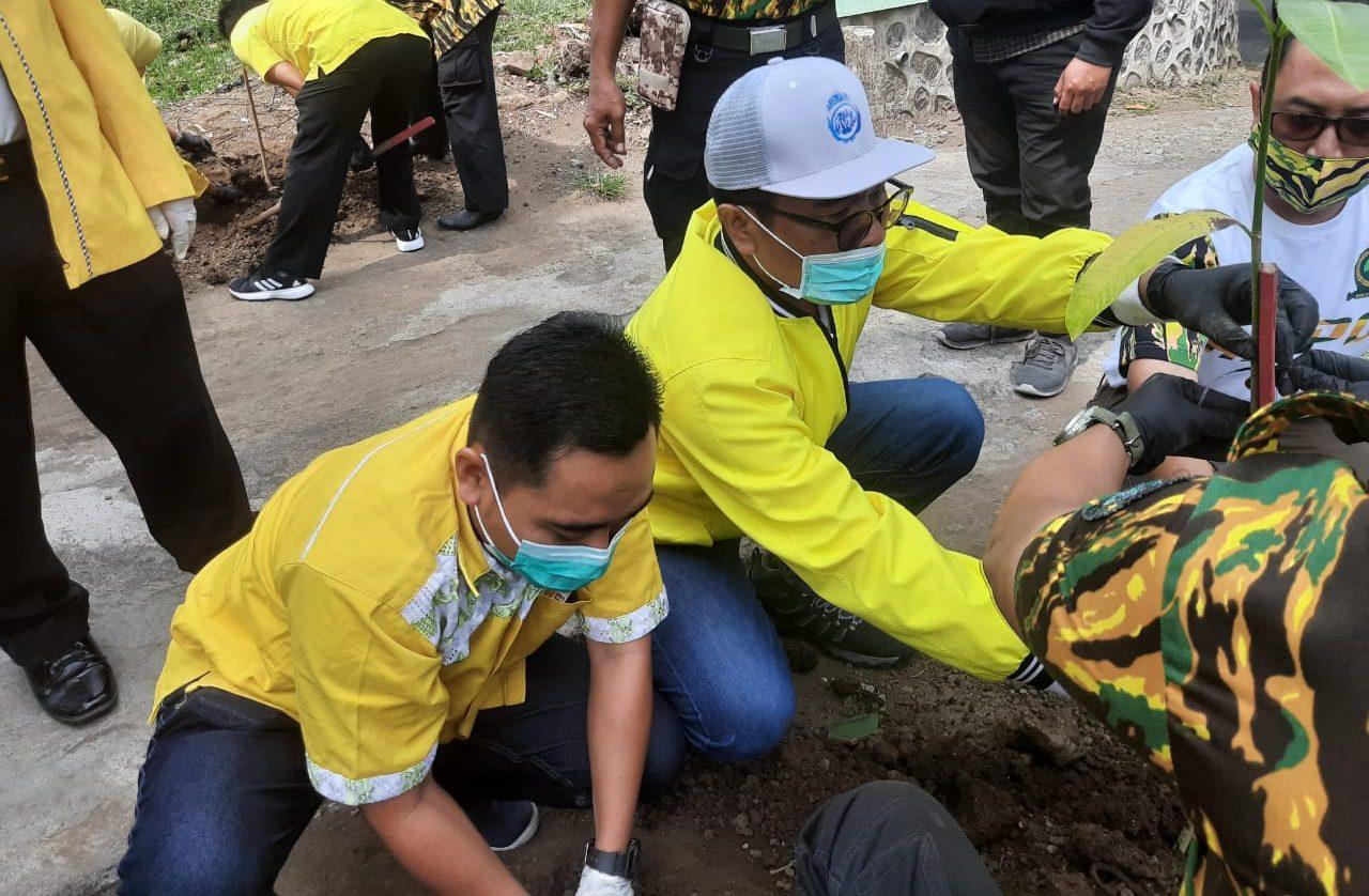 HUT Ke-56, Golkar Kota Malang Embuskan Spirit Jaga Alam Dengan Tanam Ribuan Pohon