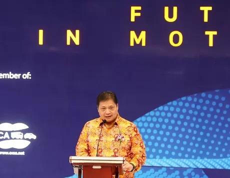 Siapa Berpeluang Dapat Restu Jokowi, Bamsoet Atau Airlangga?