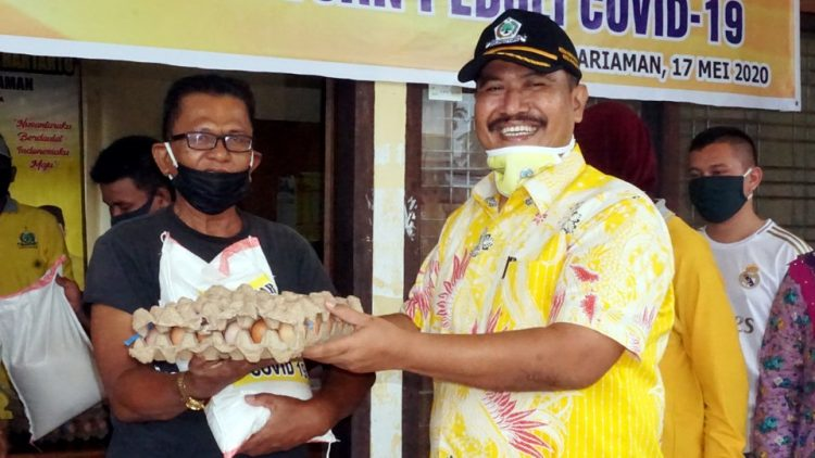 Mardison Mahyuddin Bagikan 600 Paket Sembako Untuk Warga Kota Pariaman Terdampak COVID-19
