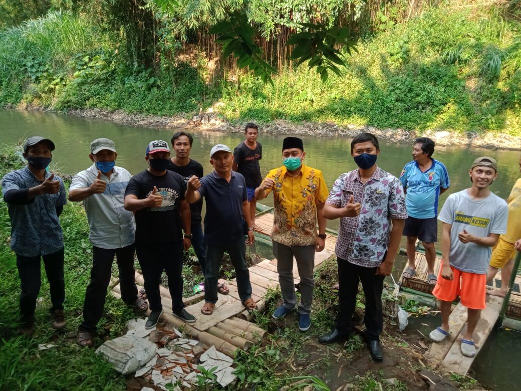 Legislator Golkar Kota Malang Suryadi Bagikan 3.000 Bibit Ikan Nila Untuk Warga Madyopuro