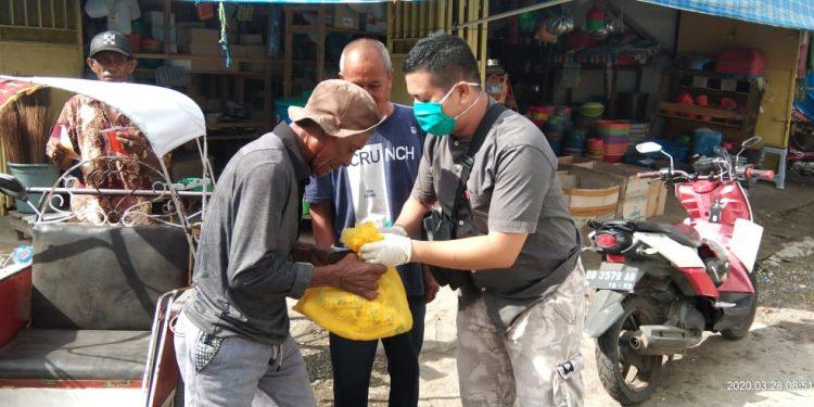 Andi Rio Idris Padjalangi Bagikan Seribu Paket Sembako Bagi Kaum Dhuafa di Bone