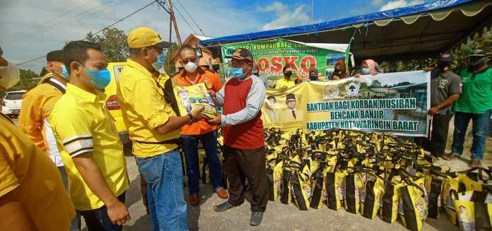Mukhtarudin Salurkan Ratusan Paket Sembako Untuk Warga Terdampak Banjir di Kotawaringin Barat