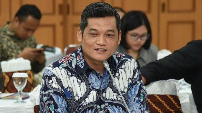 Ilham Pangestu Serahkan Bantuan 19 Titik Internet Gratis di Gampong-Gampong di Aceh