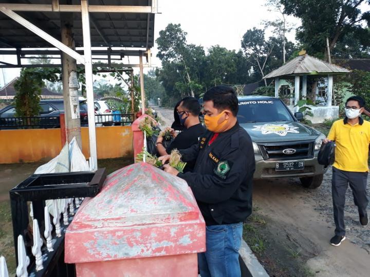 Musa-Dito Bagikan Sayuran Gratis Untuk Warga Kampung Adijaya Terdampak COVID-19