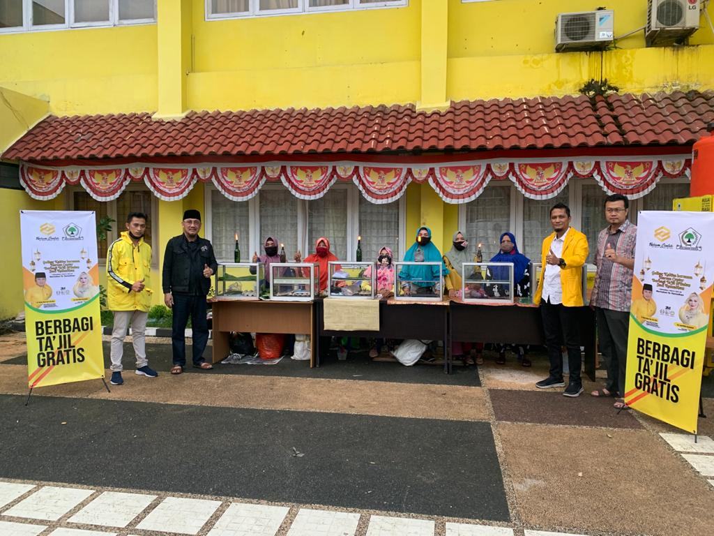 Warga Kota Samarinda Antusias Nikmati Ratusan Takjil Gratis Yang Disajikan Golkar Kaltim