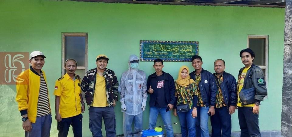 Lilik Syaifullah Motori Kader Muda Golkar Bagikan Ratusan Hand Sanitizer di Ponpes Kulonprogo