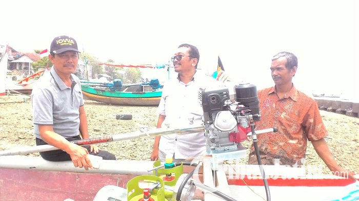 Eni Saragih Tebar Ratusan Konverter Kit dan Alat Deteksi Ikan Bagi Nelayan Lamongan