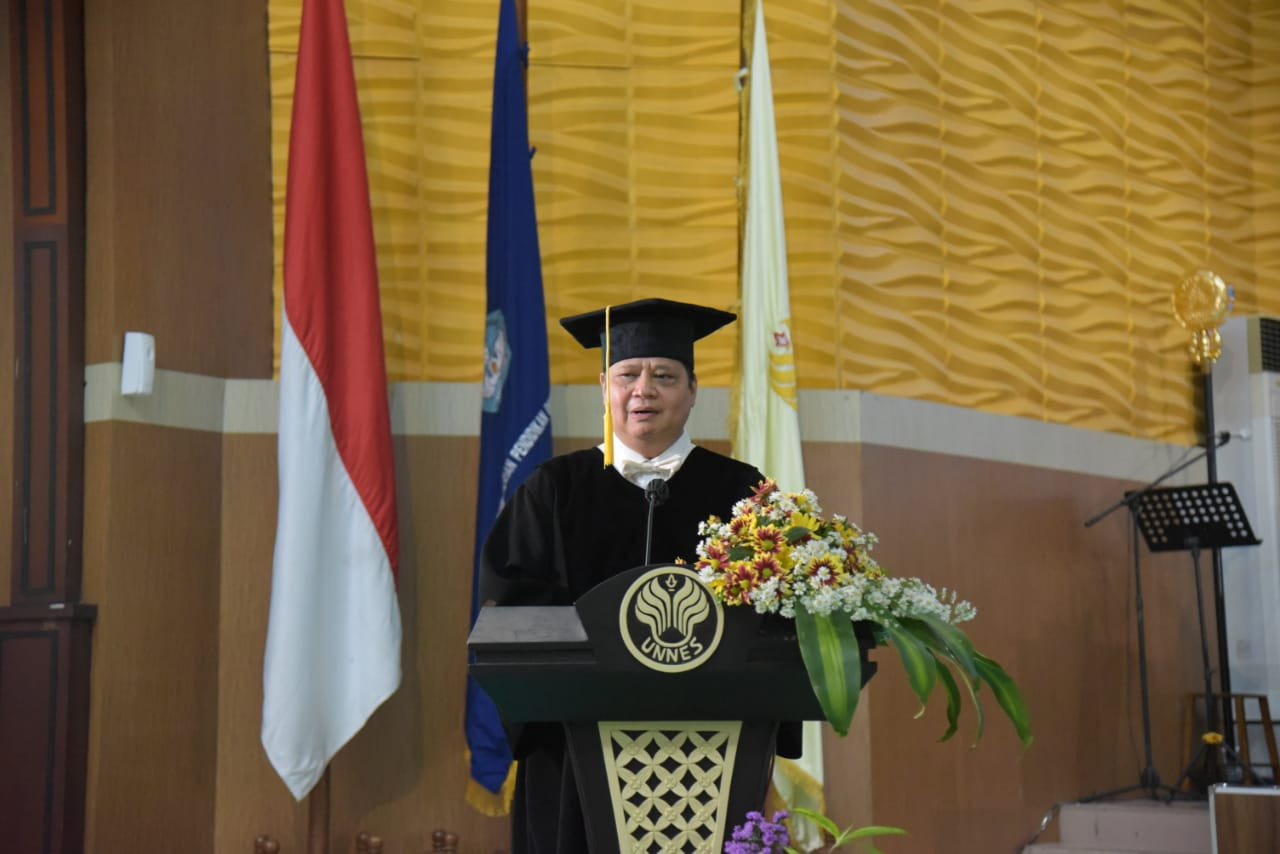 Universitas Negeri Semarang Anugerahi Airlangga Hartarto Gelar Doktor Honoris Causa
