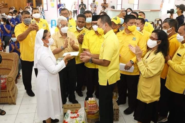 Serahkan Ratusan Paket Natal, Suster Yayasan Katholik Ini Curhat Penuh Haru ke Musa Rajekshah