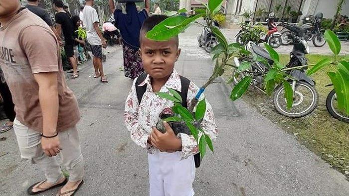 Salim Fakhri Bagikan 21.000 Bibit Pohon Buah-Buahan Untuk Warga Aceh Tenggara