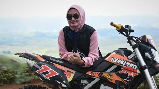 Mengenal Sosok Indah Putri Indriani, Bupati Luwu Utara Yang Antar Bansos Naik Motor Trail