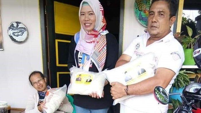 Bambang Patijaya Serahkan Bantuan Sembako Untuk Pekerja Seni di Kota Pangkalpinang