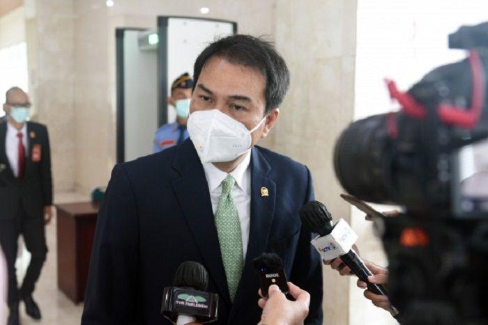 Azis Syamsuddin Minta Masyarakat Tak Salah Tafsir Seruan Jokowi Agar Benci Produk Asing