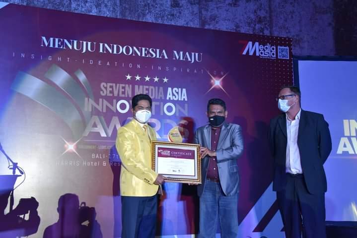 Bupati Buton La Bakry Terima Penghargaan Innovation Award 2020 Dari Seven Media Asia