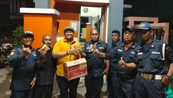 GEMA Ormas MKGR Bagikan Ratusan Paket Sembako Bagi Pekerja Upah Harian Kota Bekasi